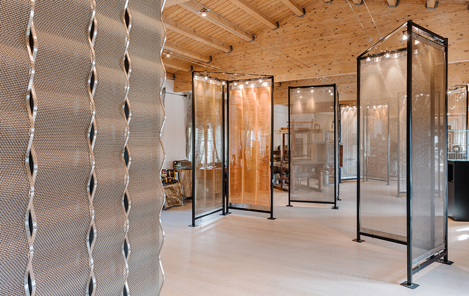 Esposizione tele metalliche per arredo e architettura